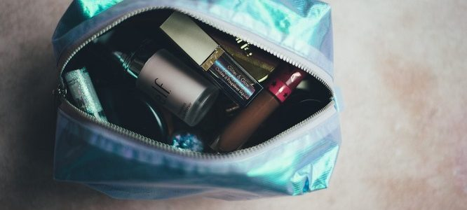 What type of toiletry bag should you use for moving